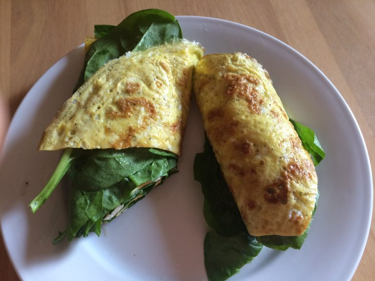 Omelette with spinach and ham