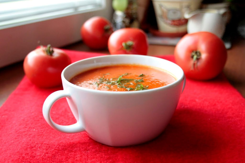 Low FODMAP red pepper and tomato soup.