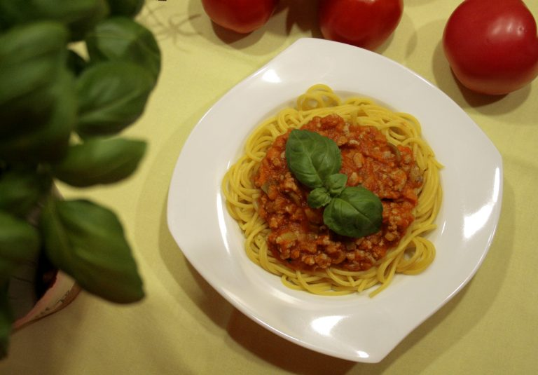 spaghetti bolognese with pork mince and carrots