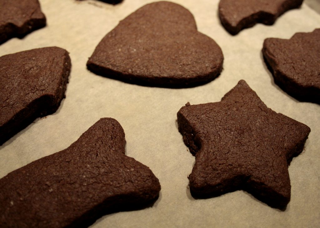 baked gingerbread biscuits
