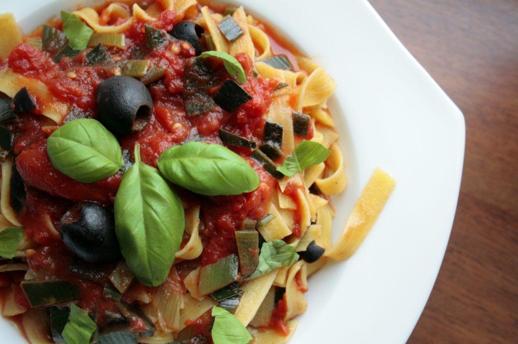 easy Low FODMAP tomato pasta sauce