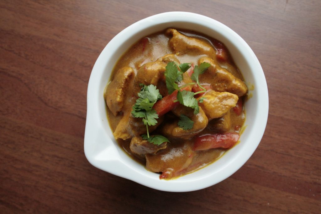 Low FODMAP chicken korma curry with red pepper and fresh coriander
