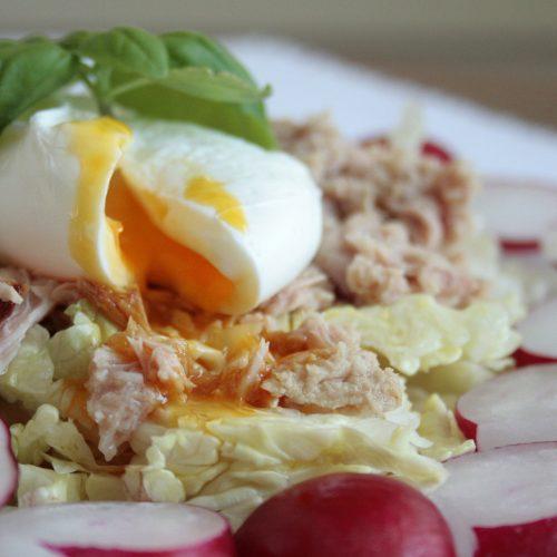 Poached egg, tuna and radish salad