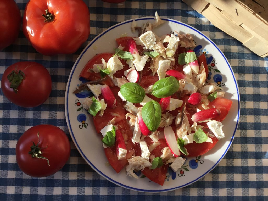 Low FODMAP Smoked Mackerel and Feta Salad