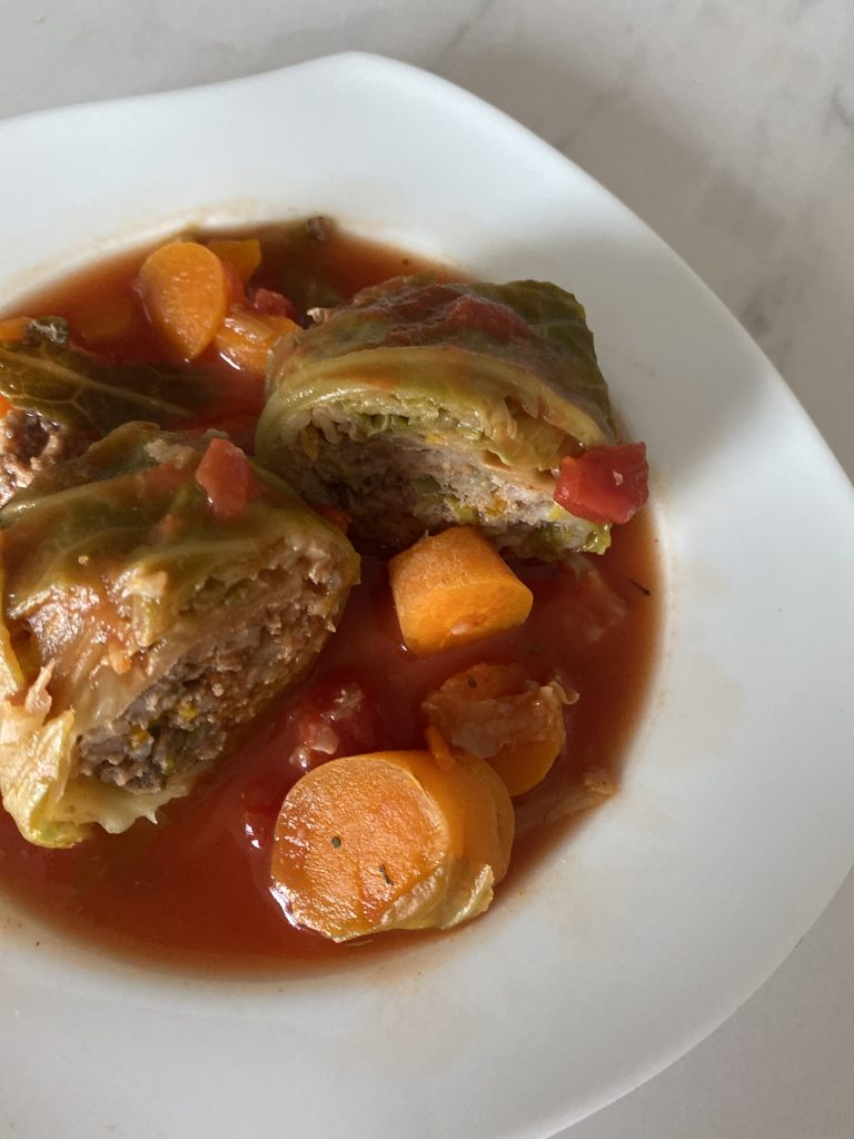 "Low FODMAP Polish dinner - ""gołąbki"" - mince stuffed cabbage"